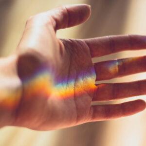 Read more about the article 4 oznaki, że pomagasz ludziom swoim światłem i wibracją